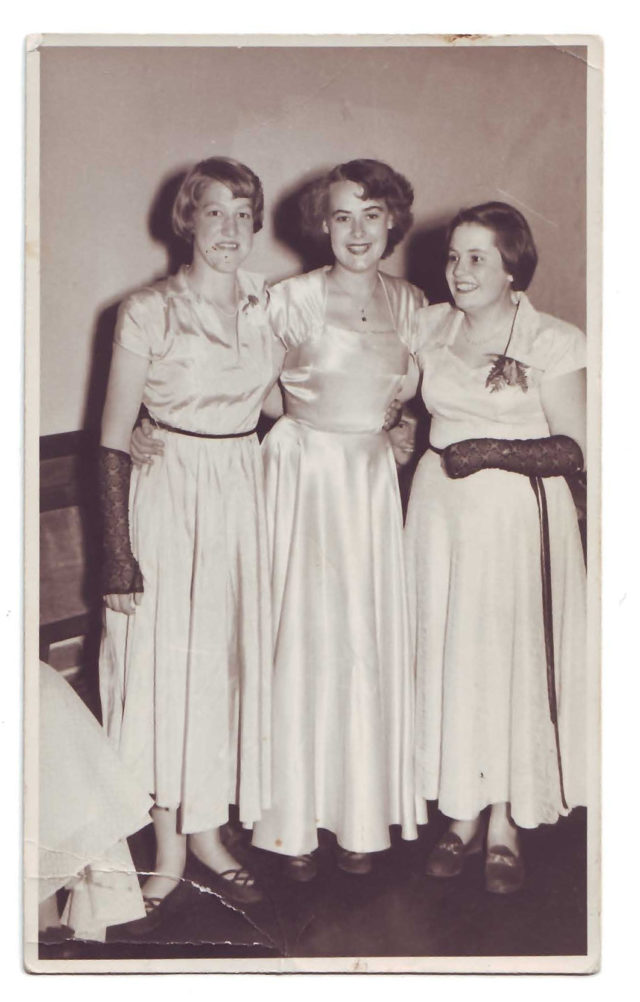 1952-Anne-ryan-nee-Prowse-1st-on-left