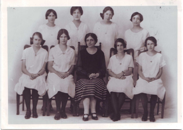 1926-Winifred-Barclay-Prefects-1926-WB-front-L-R-4